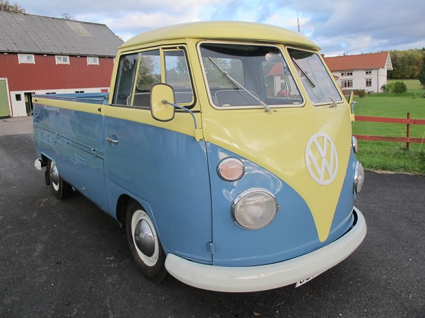 Se filmen med VW-bussen där hon tar farväl
