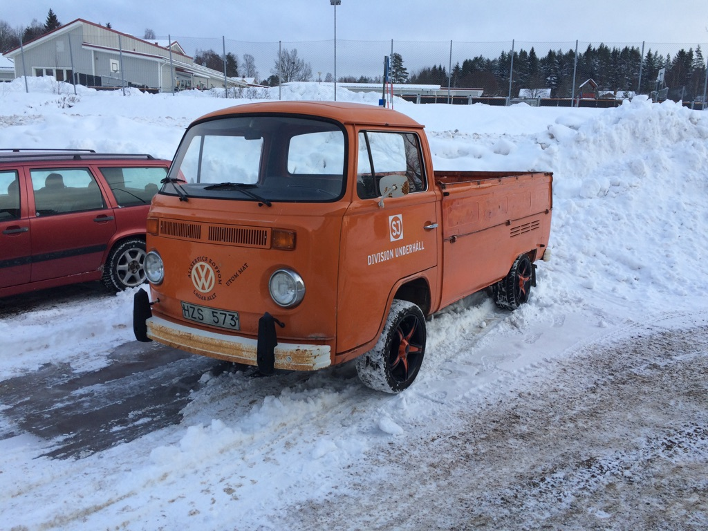 VW pickup 1975 på väg in nu