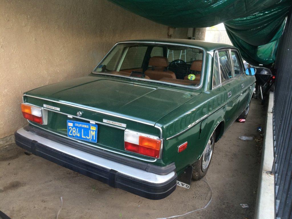 Två roliga Volvoklassiker bilar på väg till Nilu