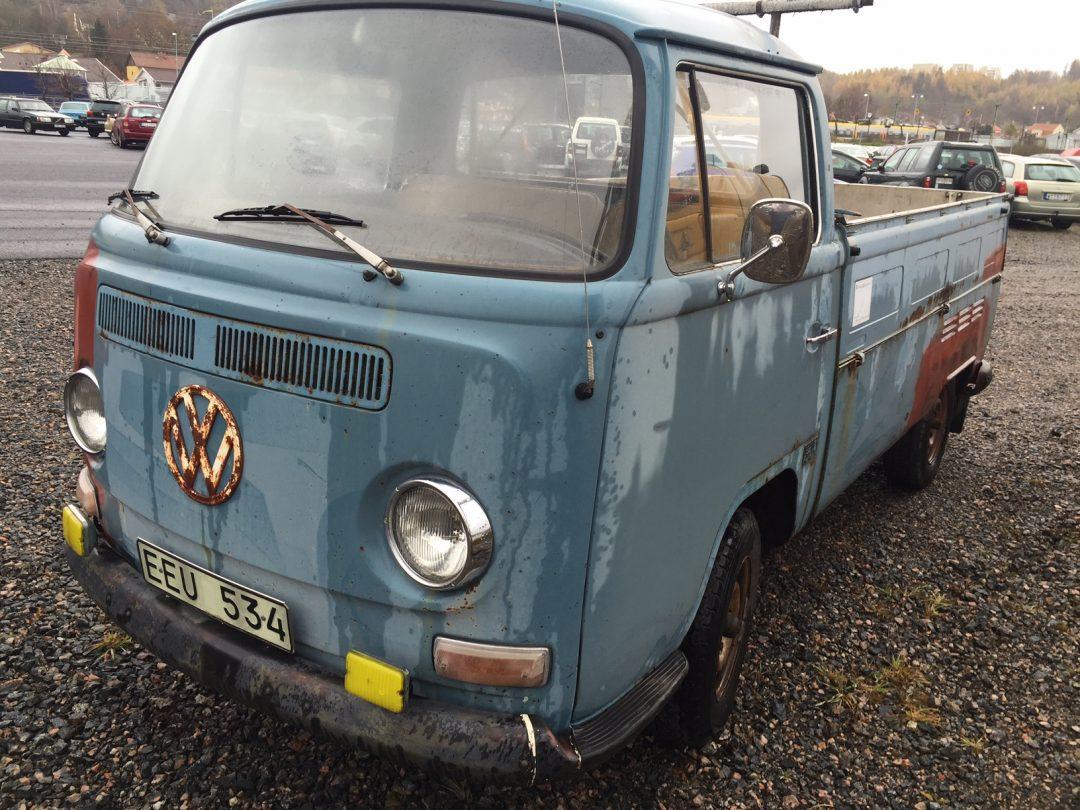Två VW veteranbilar som nu skall renoveras