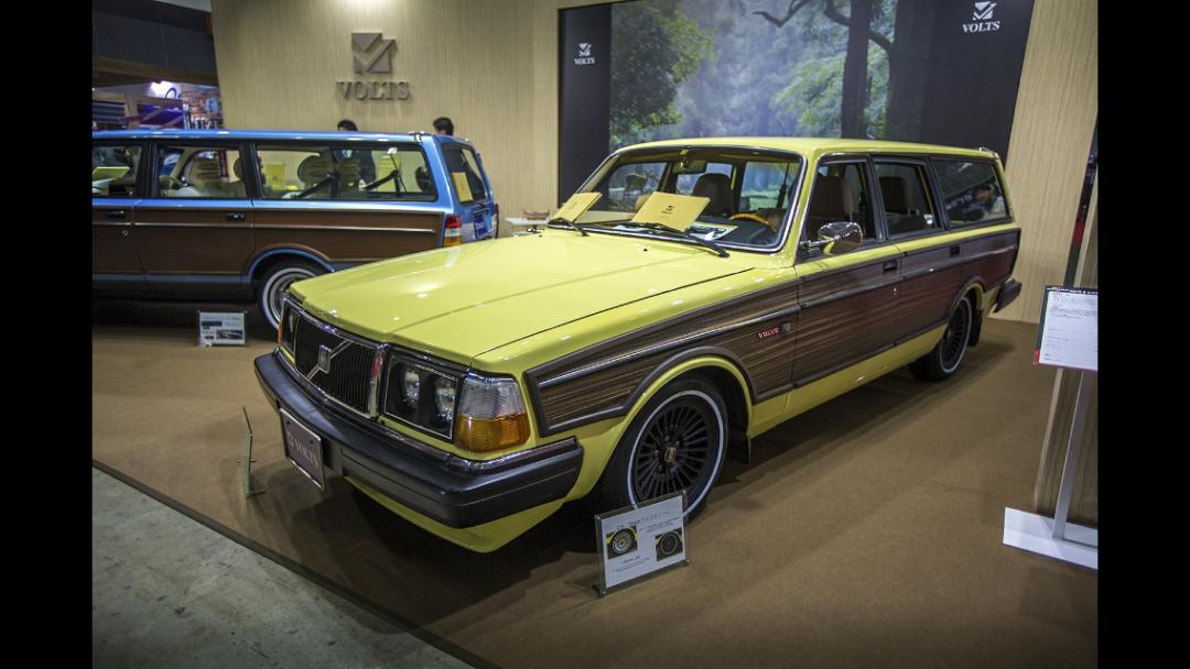 "Snygga Volvo 245:or ""Woodies"" i Tokyo"